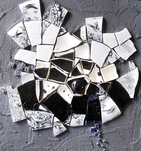 N°1/6 Série de tableaux composée de céramique, de faïence et de verre